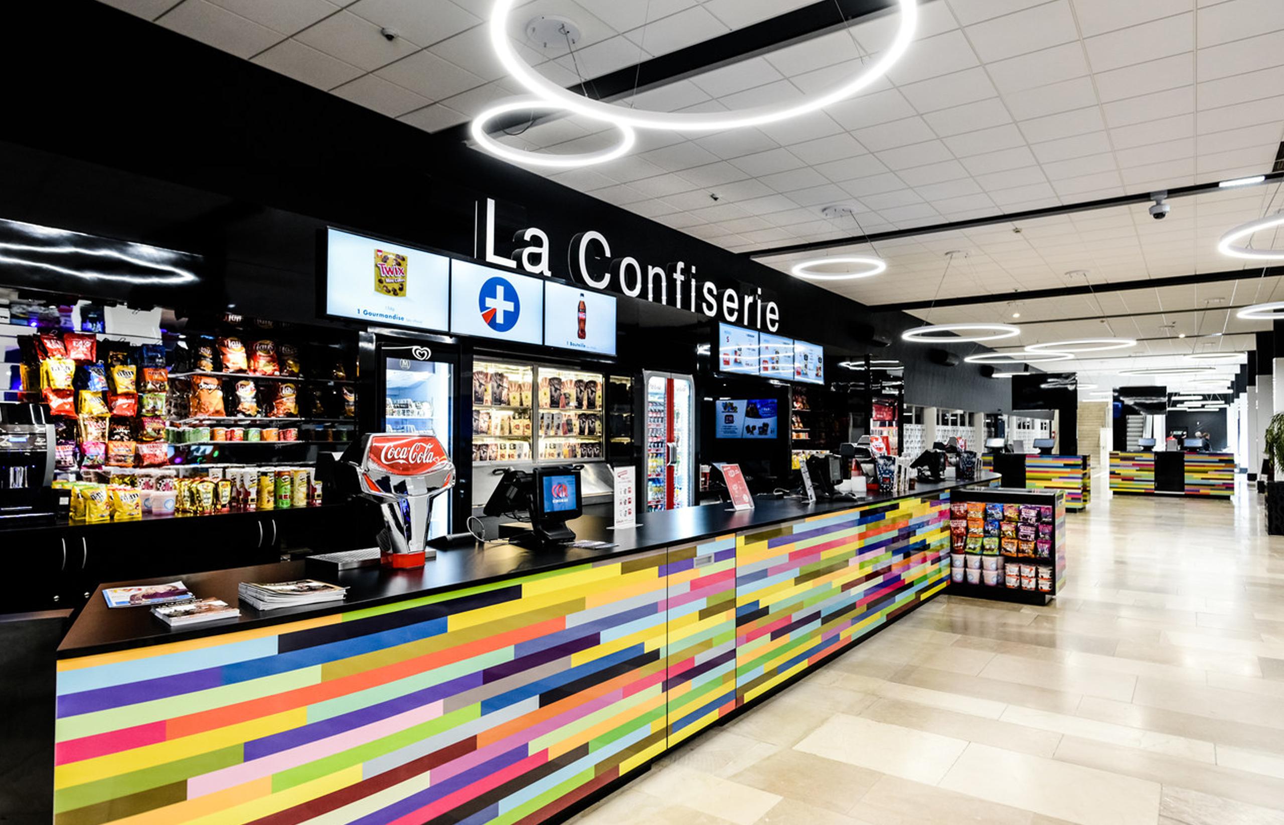 Photo du stand de confiserie situé dans les halls des cinémas CGR