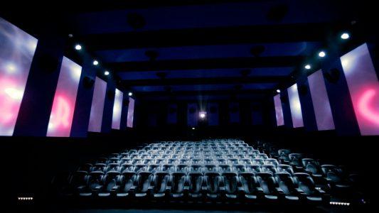 Photo de la salle de cinéma Immersive Cinema Experience vu depuis la scène.